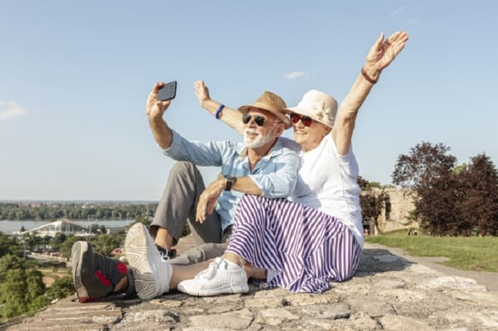 Compare 6 Best Prepaid Phones For Seniors By Provider